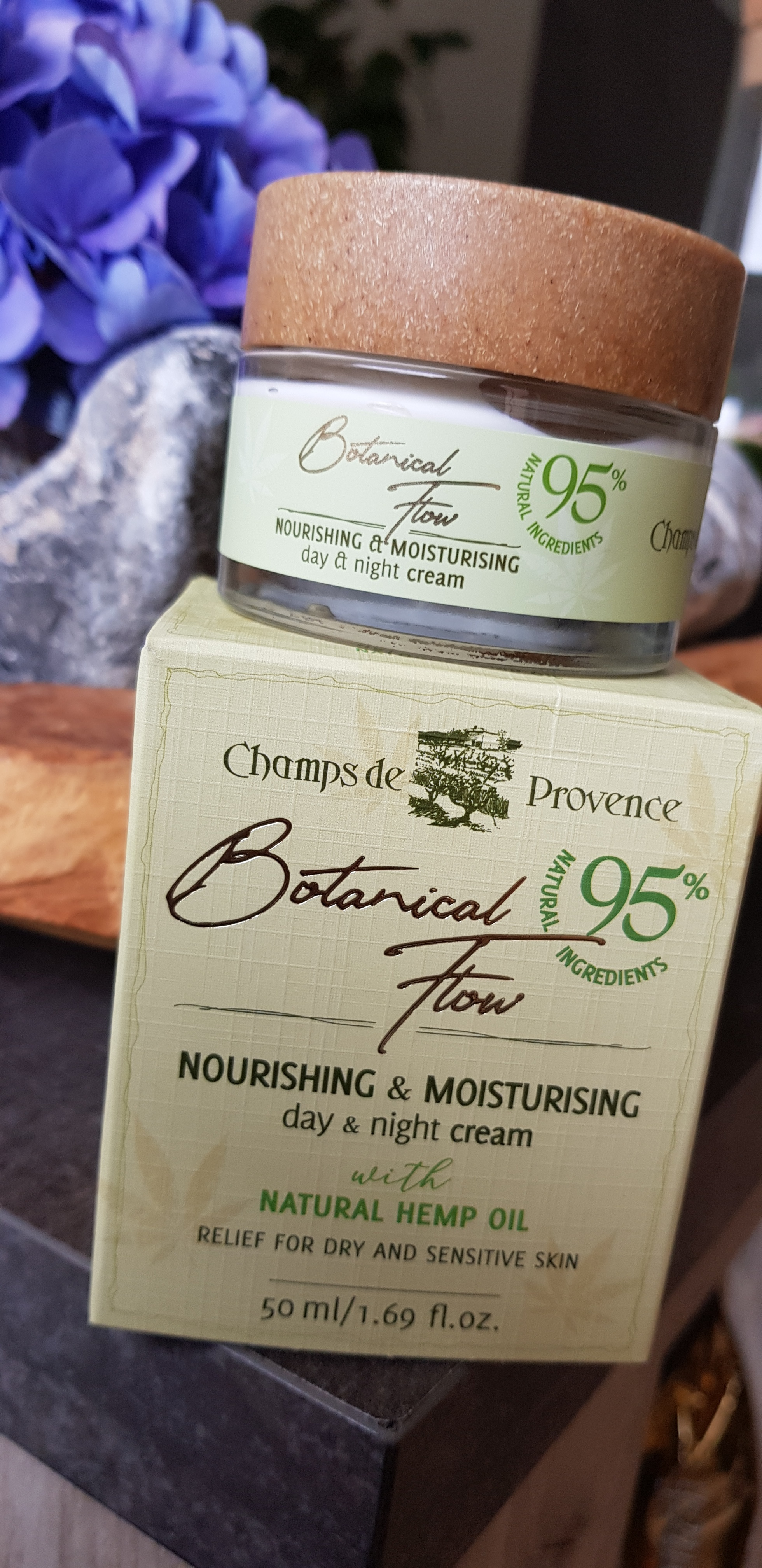 Botanical Flow Een Goede Crème Die Voor 95 Bestaat Uit Natuurlijke Ingrediënten Hotstuffforladies